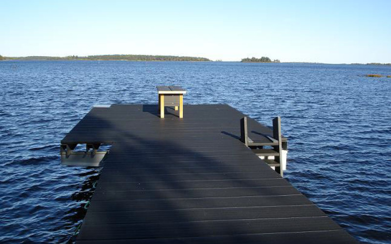 Solar heat collecting wharf